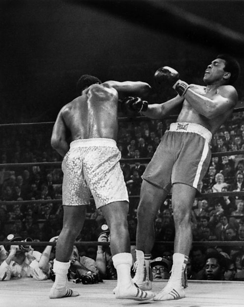 Joe Fraizer defeats Muhammad Ali in 1971.