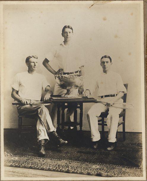 Original Davis Cup team 1900 with Dwight Davis and trophy