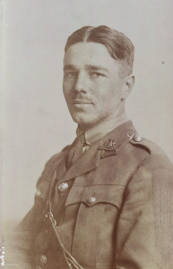 wilfred owen war Wilfred owen © owen was an english poet whose work was characterised by his anger at the cruelty and waste of war wilfred edward salter owen was born 18 march 1893 in oswestry, shropshire.