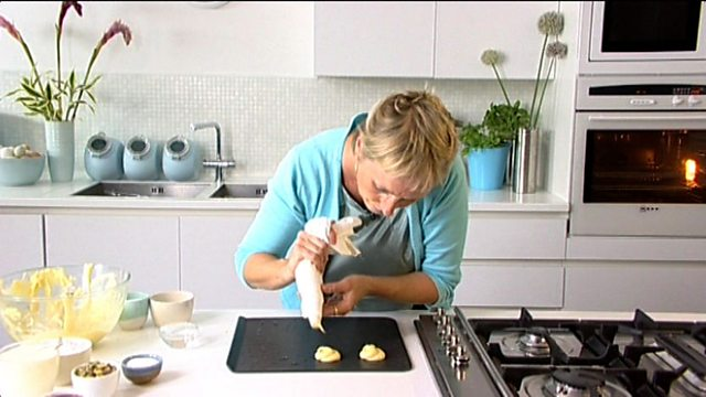 BBC Food - Recipes - Vanilla cupcakes