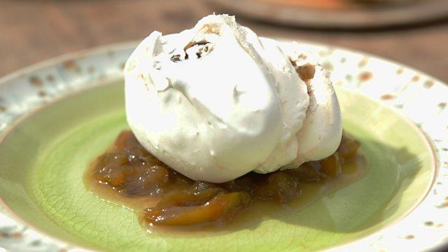 Greengage meringues with cream