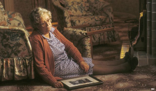a cream cracker under the settee Watch talking heads - season 1, episode 6 - a cream cracker under the settee: doris is an elderly, but independent woman who suffers a fall while tidying up all alone and waiting for help, she.