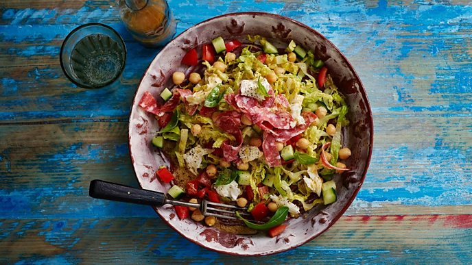 Mixed salad with chickpeas