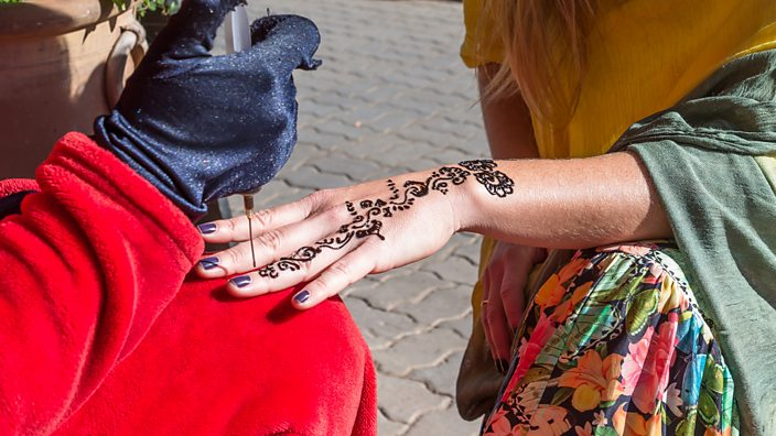 Black henna: \'My holiday henna tattoo scarred me for life\' - BBC Three