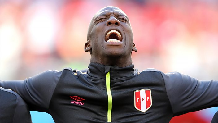 Luis Advincula sings the Peru national anthem