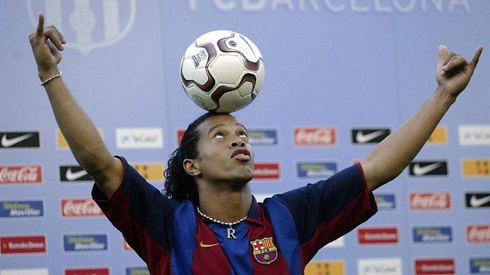 Ronaldinho is unveiled at Barcelona