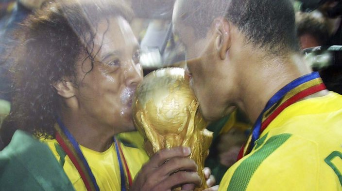 Ronaldinho and Rivaldo with the World Cup 2002
