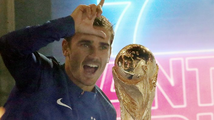 Antoine Griezmann with the World Cup, doing the L