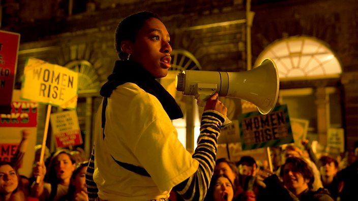 Still from a protest scene in Clique season 2