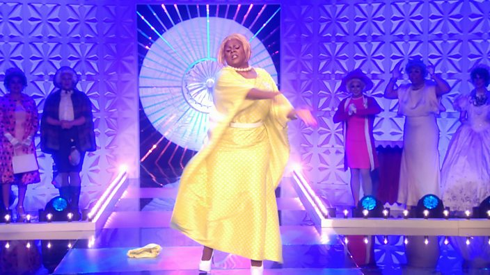 Drag Race UK episode 1 Vinegar Strokes Queen costume