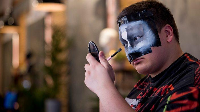 Xavi applying make-up