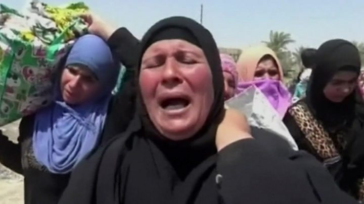 Iraq violence: Civilians 'shot by IS as they flee Falluja'