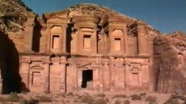 Petra, Jordan: Huge monument found 'hiding in plain sight' - BBC News