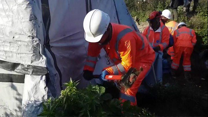 Calais 'Jungle': Demolition crews pull down migrant camp