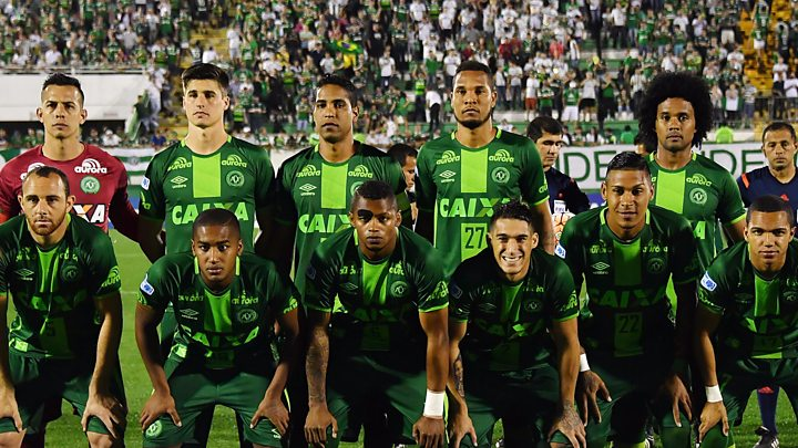 788ec4831 A plane carrying members of the Chapecoense team has crashed in Colombia