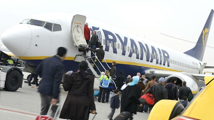 Ryanair to cut hand luggage allowance
