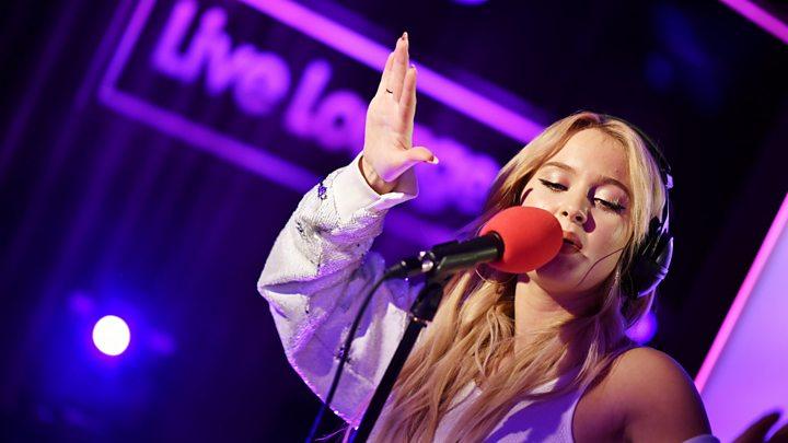 Zara Larsson: The pop star with sleep paralysis - BBC News