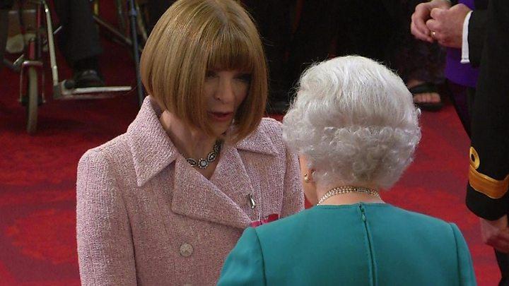 Vogue editor Anna Wintour made a dame at Palace ceremony - BBC News 0f4105696