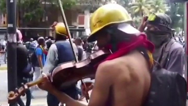 Image result for Venezuelan violinist Wuilly Arteaga hurt in protest