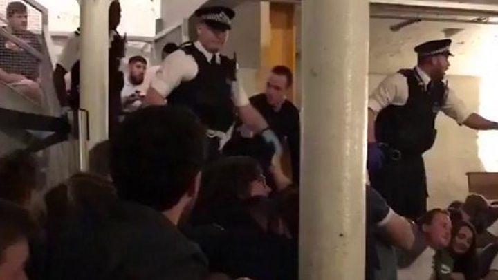 'Stay down' - police evacuate bar