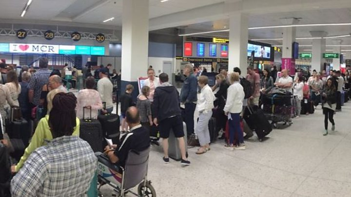 Hundreds stranded at Manchester Airport due to IT 'glitch'