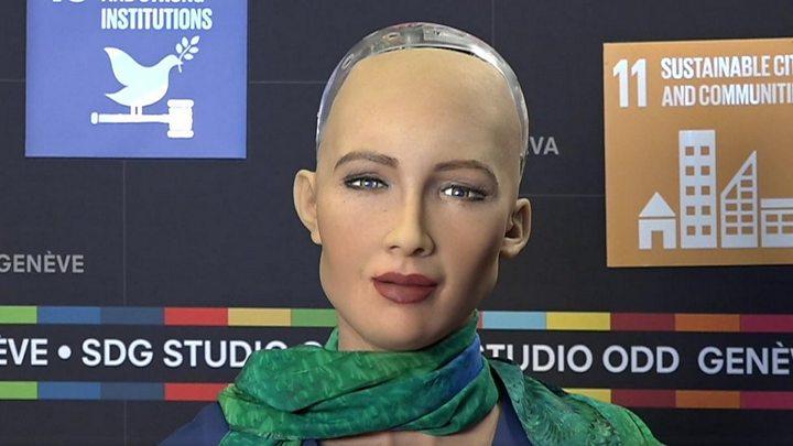 Un robot ruso de alta tecnología resulta ser un hombre disfrazado