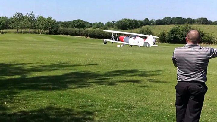 Bi-plane emergency lands on golf course