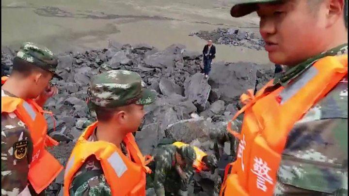 China landslide leaves 100 blank in Sichuan