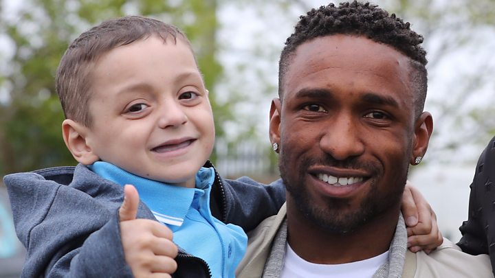 Bradley Lowery: Sunderland fan dies after long illness