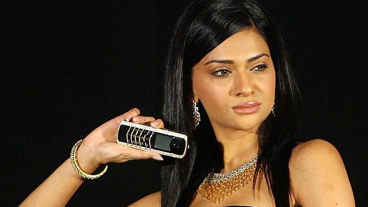 Media playback is unsupported on your device                  Media captionWATCH Luxury phone-maker Vertu collapses