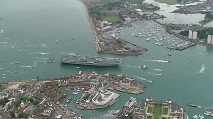 eb76a116f6eb5 HMS Queen Elizabeth: Carrier arrives in Portsmouth - BBC News