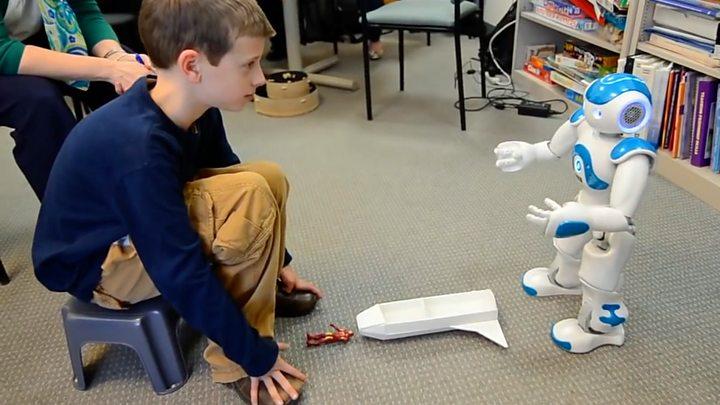 NaoEl Interactivo Ayuda Con Niños Autismo A Que Robot 8n0ONwvm
