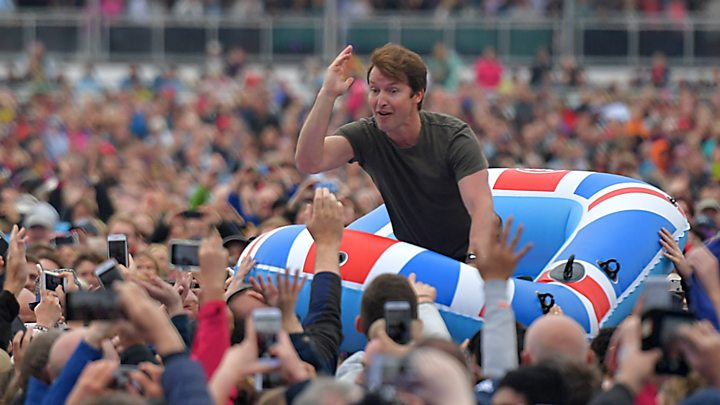 James Blunt crowdsurfs in a dinghy - and other things we learned at Radio 2's Hyde Park show