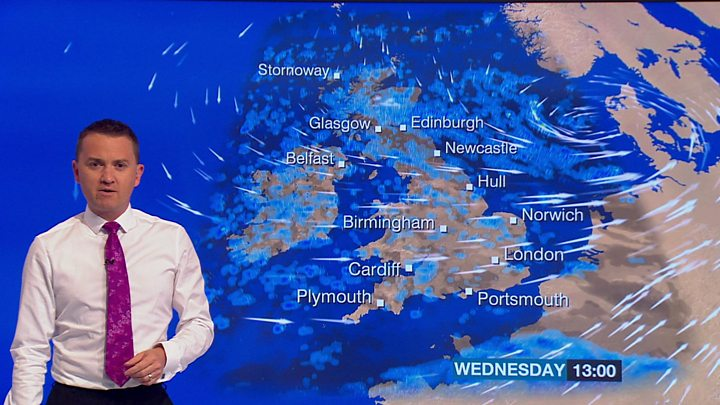 Storm Aileen: Winds bring travel disruption