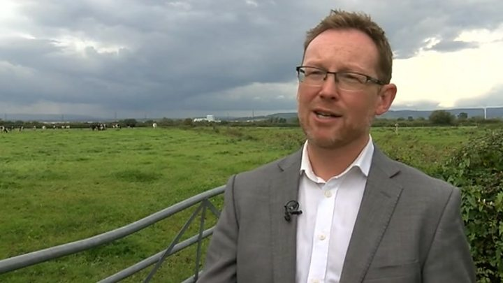 Mobile Phone Masts 'should Be Condition For Land Subsidy'