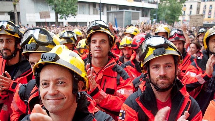 Catalan referendum: Anti-police strike hits public services
