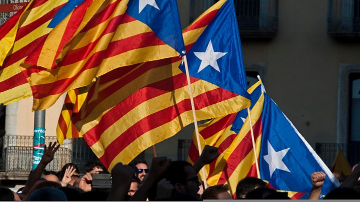 Catalan crisis: Spanish court bars MPs' independence move