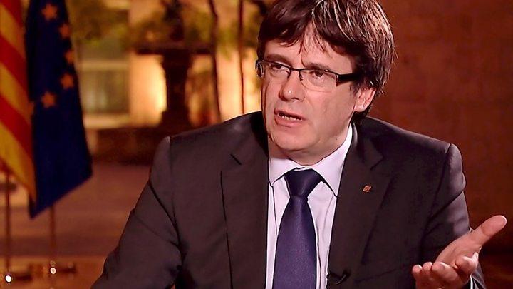 Justicia española suspende sesión de Parlamento catalán sobre independencia