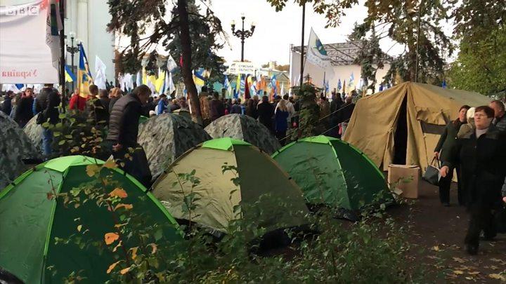 Протестувальники встанвоили в урядовому кварталі Києва кілька десятків  наметів. 000e1c60a273f