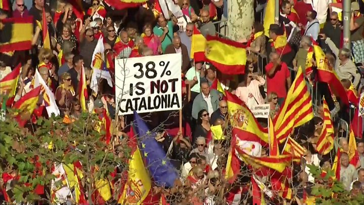 Catalonia independence: Huge pro-Spain rally in Barcelona