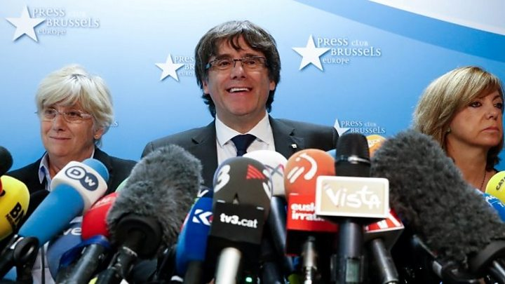 Catalan independence: Spain high court summons dismissed leader