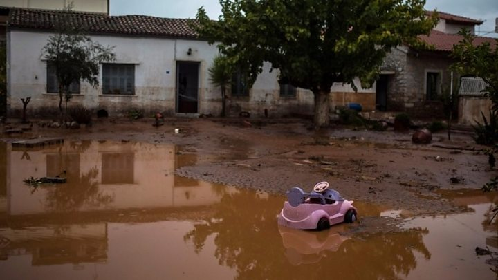 Flash floods on Athens outskirts leave 5 dead, 4 missing