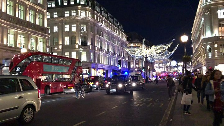 Oxford Circus: Two men quizzed after Tube panic
