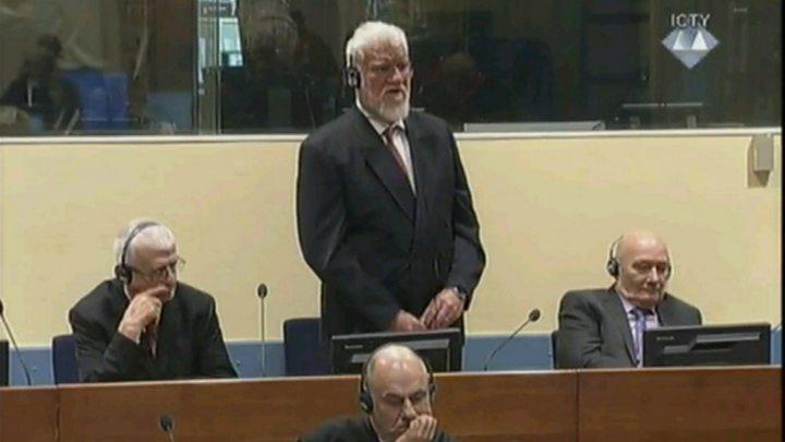 Condenado por crimes de guerra teria tomado veneno durante audiência em Haia