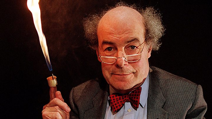 Heinz Wolff, Great Egg Race presenter and scientist, dies - BBC News