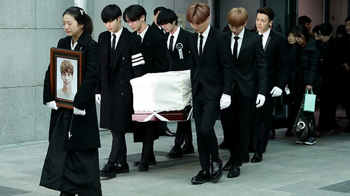 Jonghyun: K-pop stars carry SHINee singer's coffin