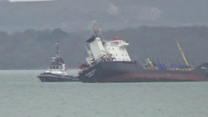 Plans to berth Russian vessel anchored in Solent