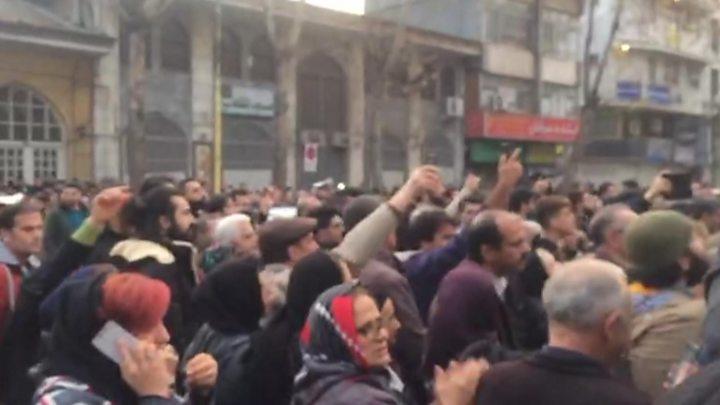 Иранская милиция разогнала самые массовые с2009 года протесты повсей стране