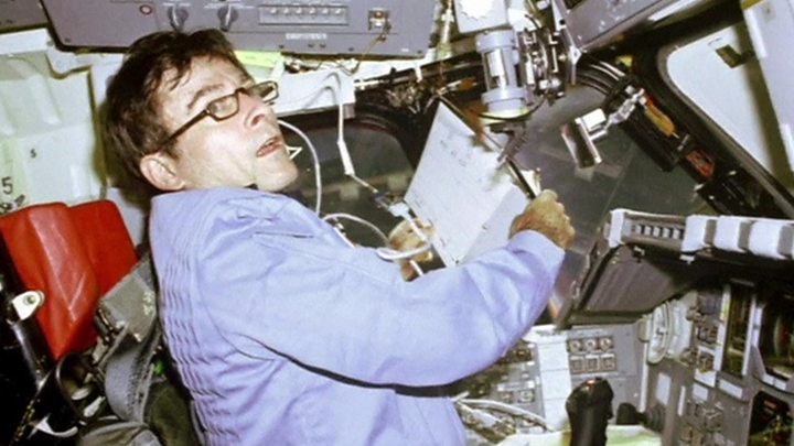 Media playback is unsupported on your device                  Media caption John Young became an astronaut in 1962