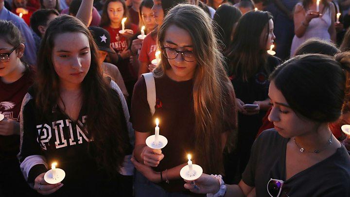 Vigil held Sunday at metro Atlanta high school for Florida shooting victims